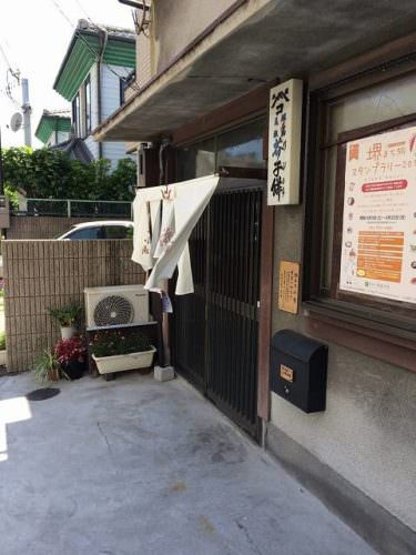 本家小嶋の玄関→普通の一軒家って感じです